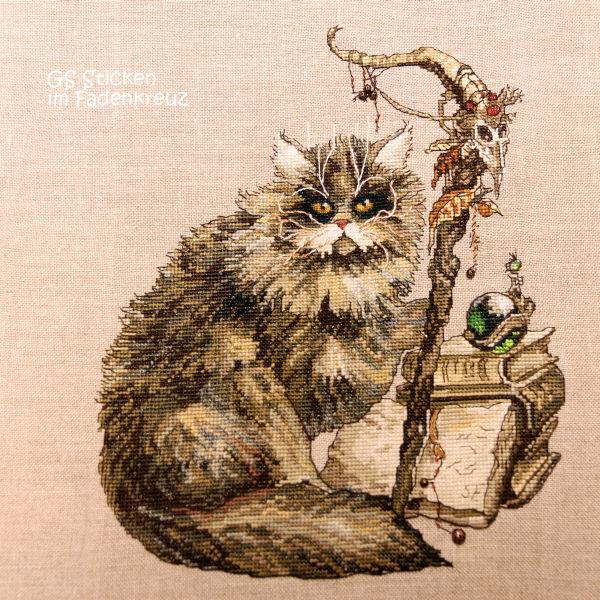 Stickbild einer Katze als Schamane