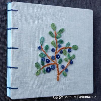 Notizbuch mit gestickter Blaubeerpflanze