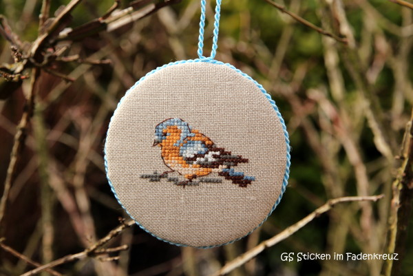 Vogelanhänger im Baum