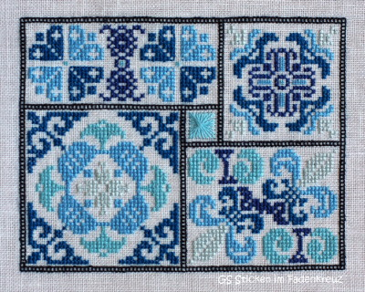 """""""Gem Show 1"""" von Courtney Collection gestickt auf Zweigart Newcastle hellsilber (7011) mit Nuances de bleu"""