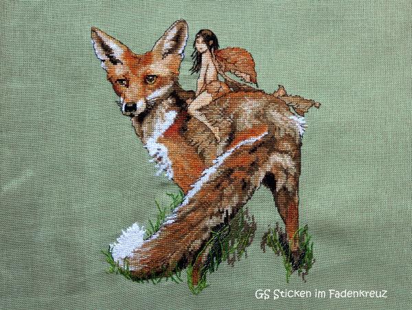 gestickter Fuchs mit Elfe auf dem Rücken